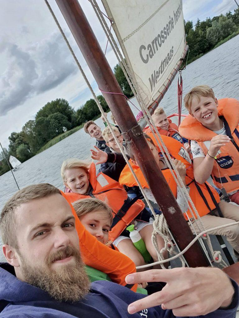 Lodewijck van Praetgroep zeilen met junior zeeverkenners